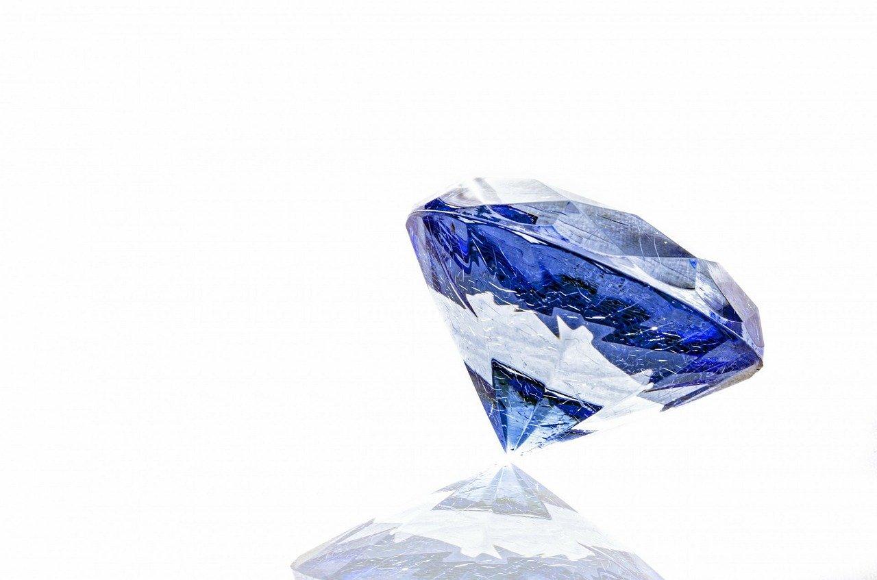 新潟で人気の結婚指輪と婚約指輪 BROOCH 俄(にわか) | NIWAKAのダイヤモンドエンゲージリング(婚約指輪)【白鈴】のストーリーとデザインの魅力