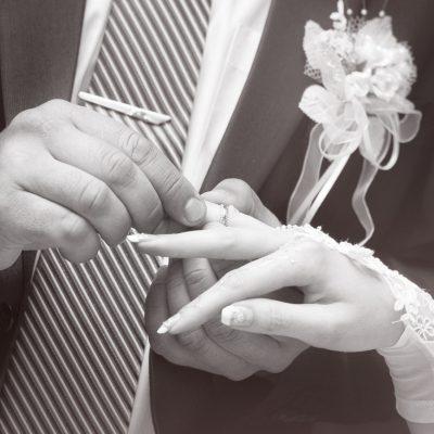 新潟 BROOCH【俄 NIWAKA花匠の彫り】 | 美しい和彫りを楽しむことのできる俄(ニワカ)NIWAKAの結婚指輪「花匠の彫り(かしょうのほり)