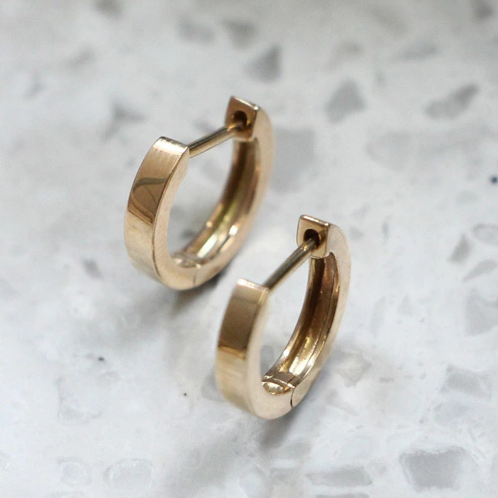 gold straight hoopピアス