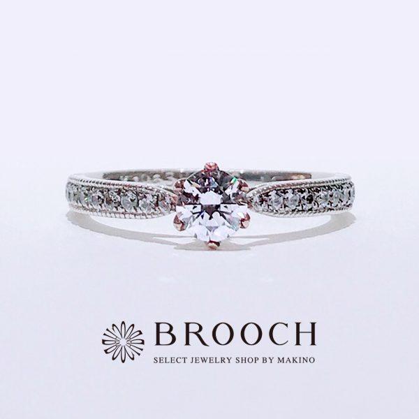 シークレットストーンと爪がピンクゴールドで可愛い婚約指輪