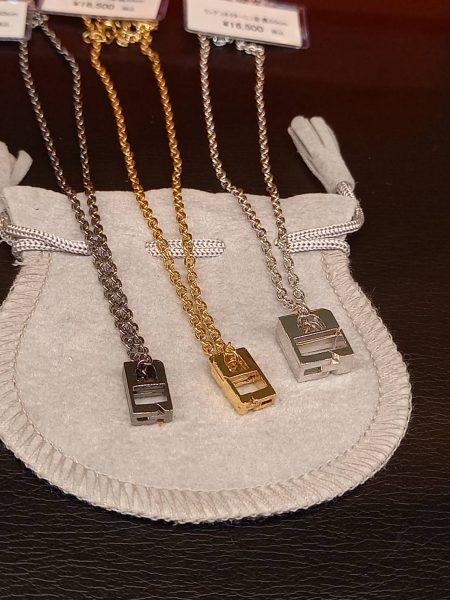 婚約指輪や結婚指輪をネックレスにできるリングコネクタ付きチェーン