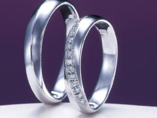 8月8日入籍の新潟市のHiro様&Miki様の結婚指輪は俄【にわか】の綺羅(きら)