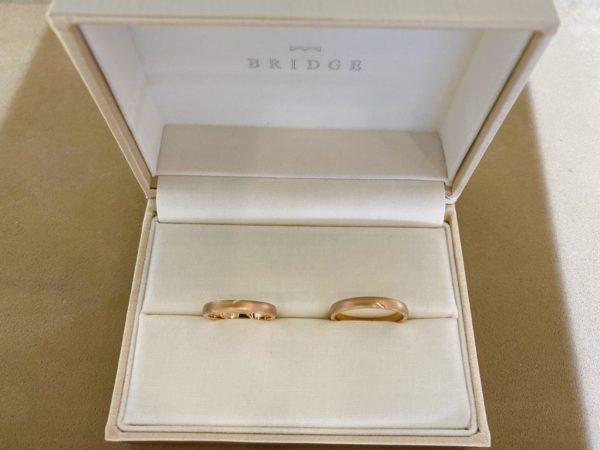 合わせるとハートが!さりげなくかわいい結婚指輪はBRIDGE