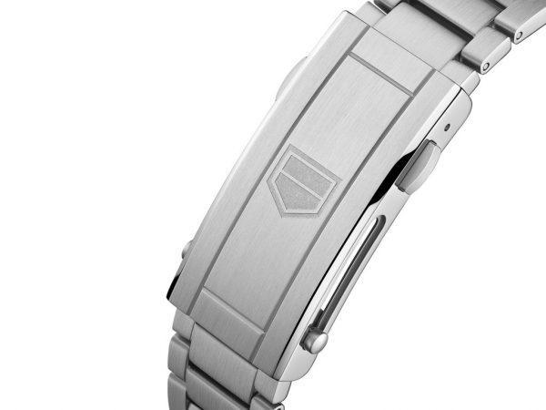 タグ・ホイヤーの新作時計はBROOCHに揃っています