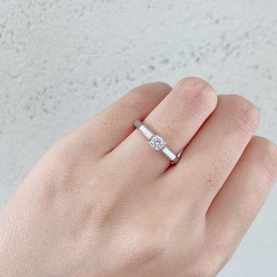かっこいい婚約指輪はブローチにある
