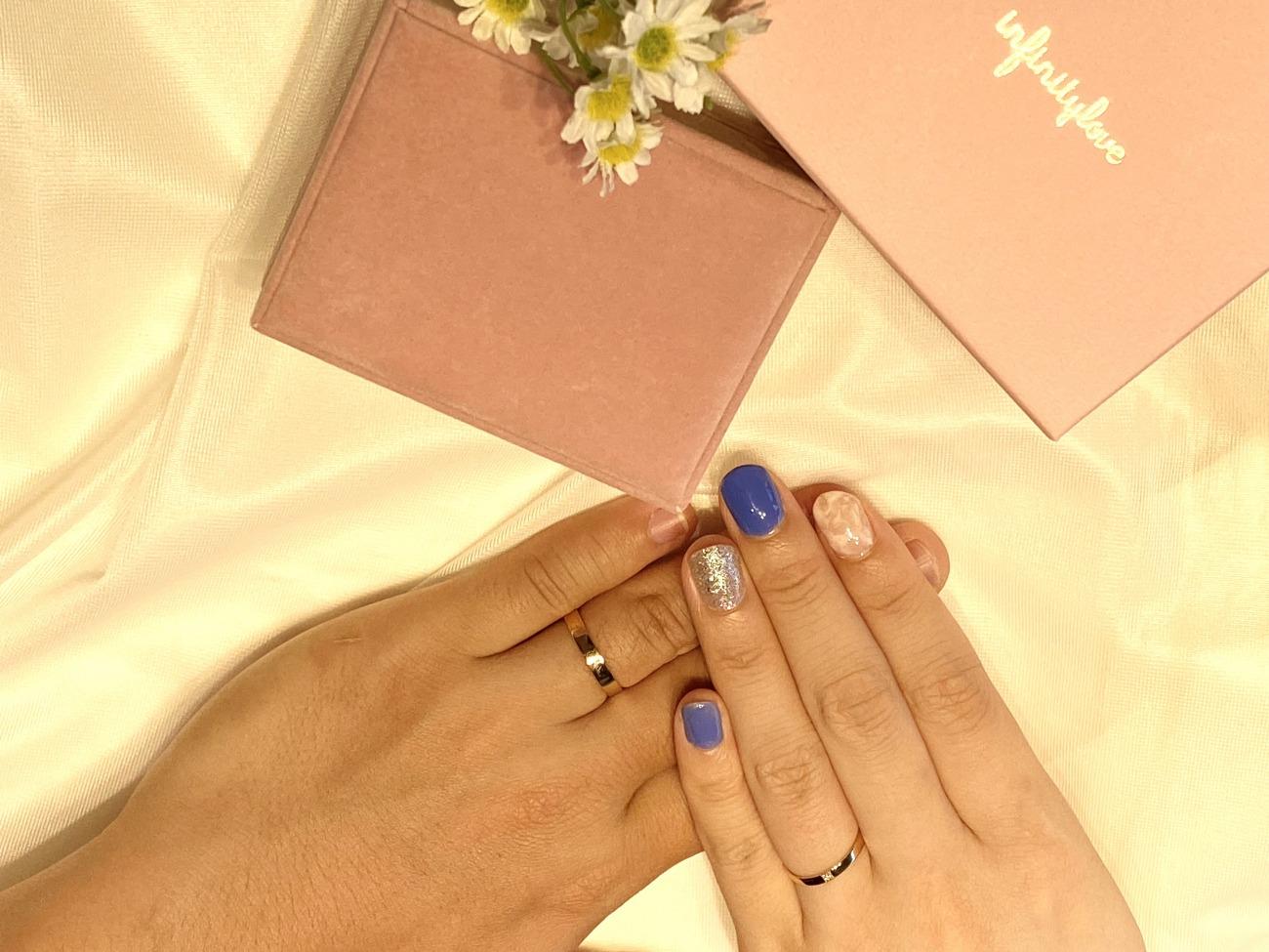 シンプルなピンクゴールドの結婚指輪は肌なじみが良くてお気に入り