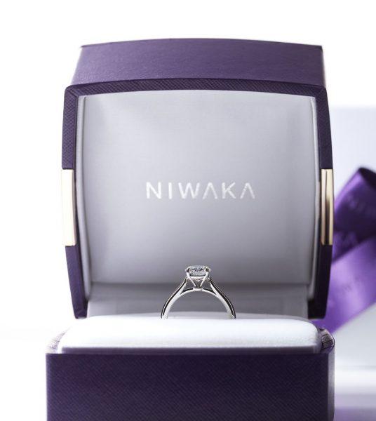 NIWAKAの婚約指輪を探すならブローチ