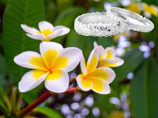 お花の彫りがかわいいハワイアンジュエリー